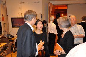 Mayumi Hirasaki im Gespräch mit dem deutschen Botschafter und Gemahlin